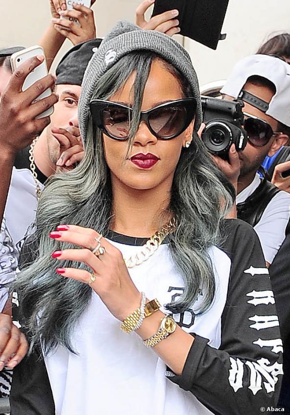 nuevas-tendencias-en-colores-y-tonos-de-cabello-color-gris-rihanna