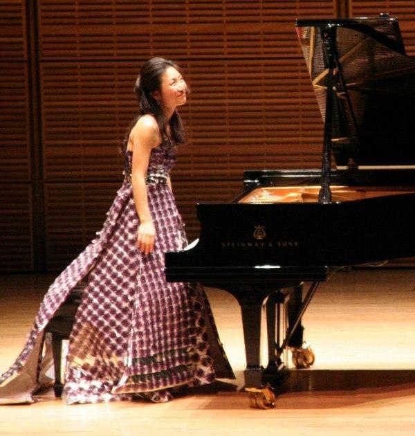 vestidos-reciclados-Soyeon Lee-en-el-conciertoRe!Nvented-con-su-vestido-reciclado