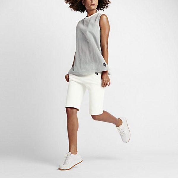 catalogo-ropa-deportiva-mujer-nike-basico-camiseta-gris