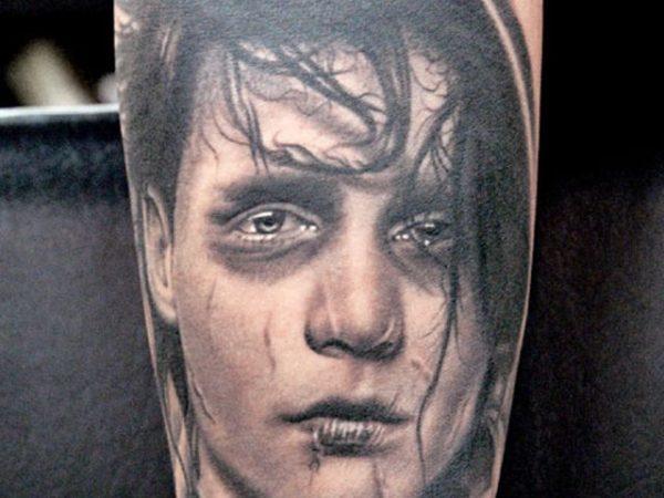 los-mejores-tatuajes-hechos-por-kat-von-d-corazon-johnny-deep-eduardo-manostijeras