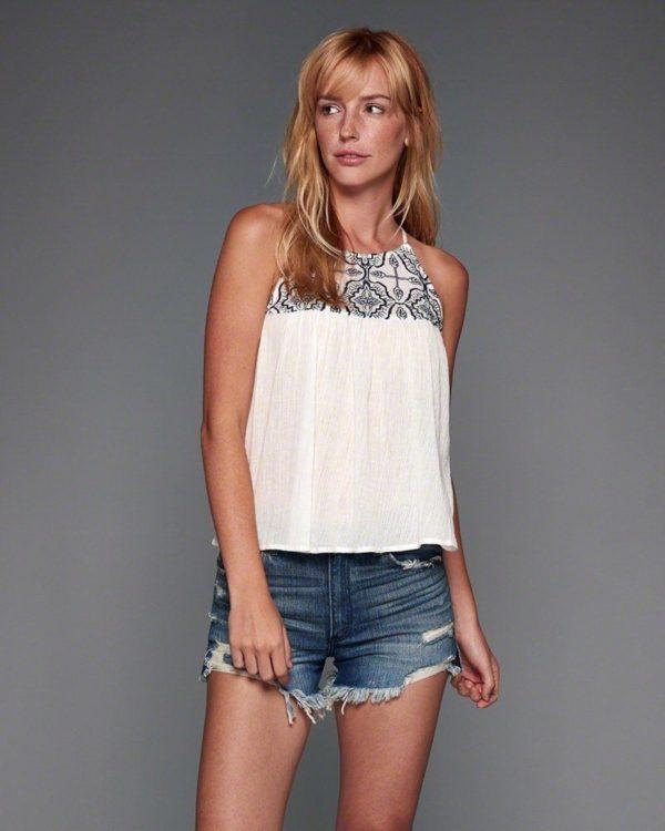 catalogo-abercrombie-fitch-chica-y-mujer-primavera-verano-top-blanco-bordado