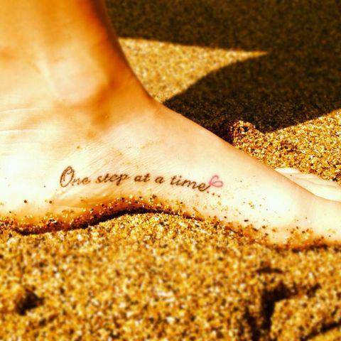 frases-tatuajes-mujer-querer-tener-un-paso-a-la-vez