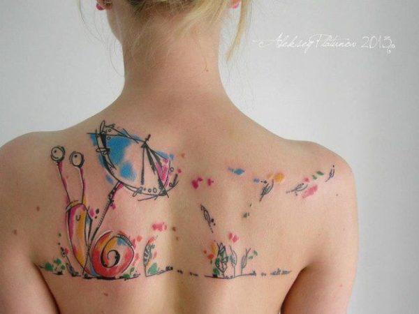 tatuajes-acuarela-para-mujeres-caracol-con-sombrilla