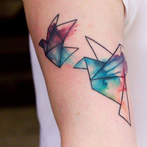 tatuajes-acuarela-para-mujeres-palomas-de-papel