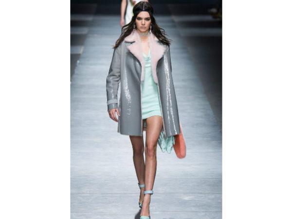 catalogo-versace-abrigo-gris
