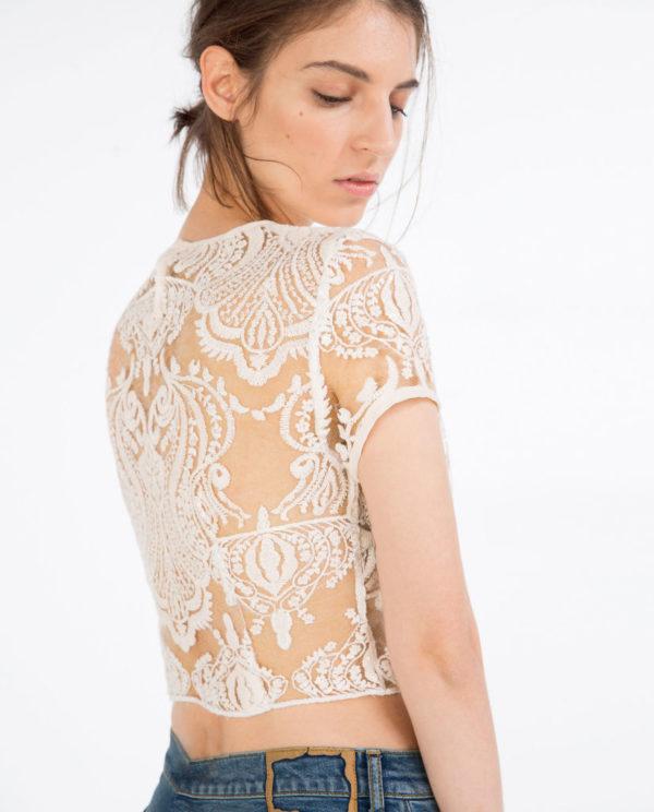 Camiseta encaje y transparencias de Zara TRF | demujer moda
