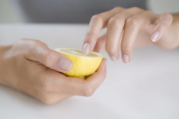 como-hacer-crecer-las-unas-remedios-limon