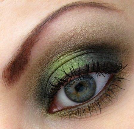 como-maquillar-ojos-verdes-utiliza-sombras-verdes