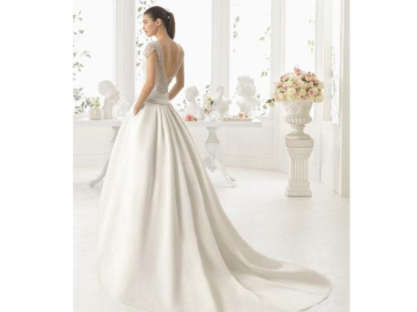vestidos-de-novia-diferentes-pedreria-escote-espalda