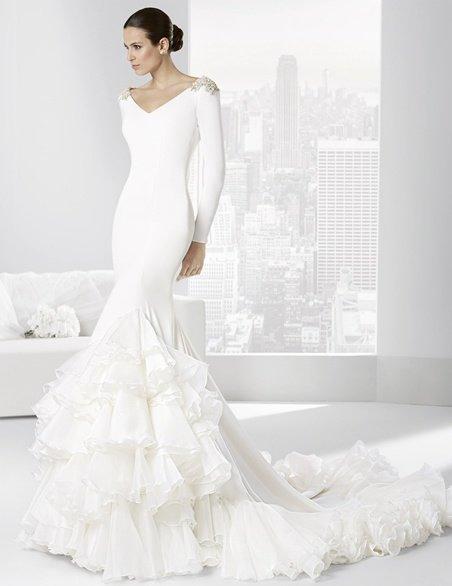 vestidos-de-novia-gitana-pedrería-en-los-hombros