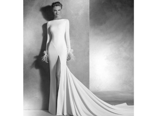 vestidos-de-novia-sencillos-manga-larga-plumas