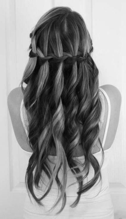 peinados-de-fiesta-para-pelo-largo-semirecogido-trenzas-enlazadas