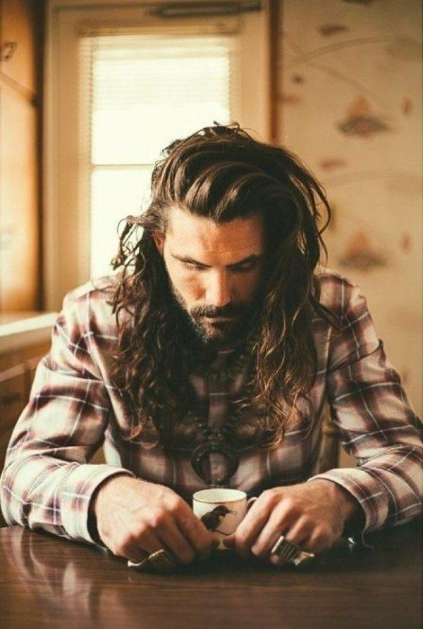 peinados-hombre-pelo-largo-descuidado