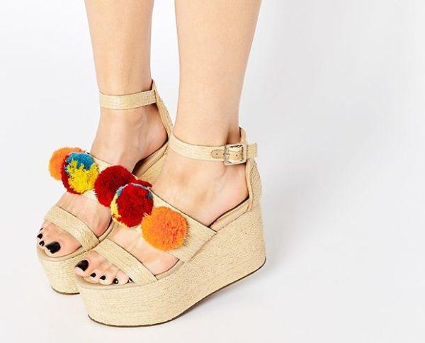 sandalias-con-pompones-colores-platform