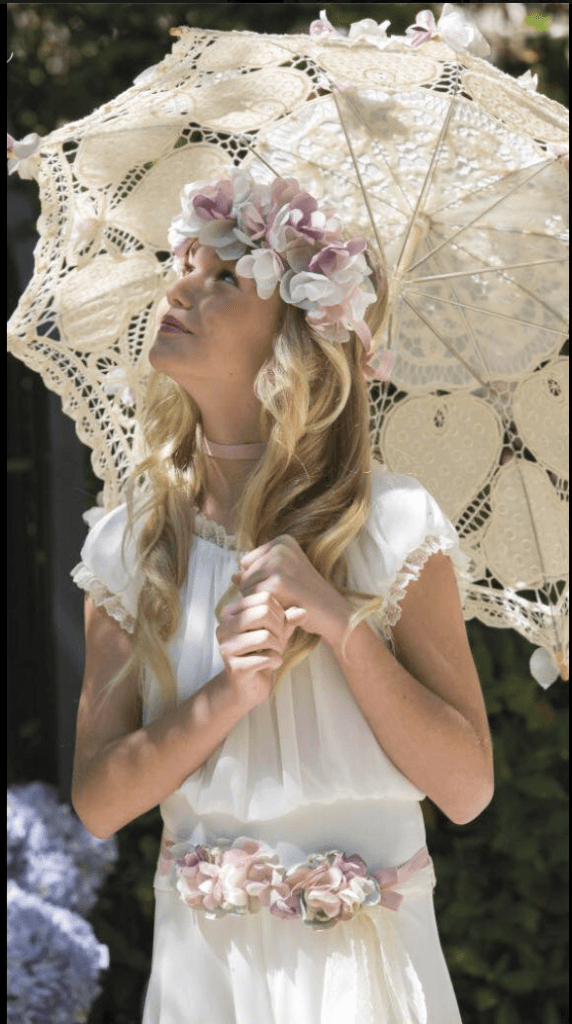vestidos-de-comunion-ibicencos-con-sombrilla