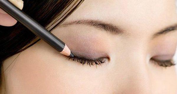 como-maquillar-ojos-marrones-de-dia-delineador