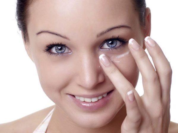 como-maquillar-ojos-marrones-de-dia-hidratacion