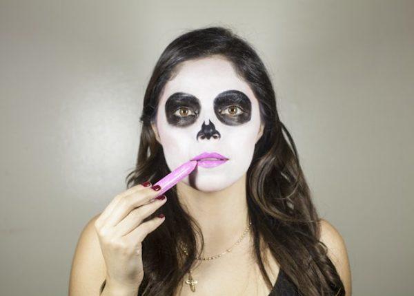 maquillaje-catrina-halloween-como-hacer-paso-a-paso-labios-rosa