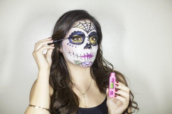 maquillaje-catrina-halloween-como-hacer-paso-a-paso-maquilla-pestañas