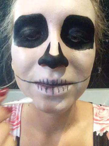maquillaje-halloween-calavera-dibuja-dientes-paso-3