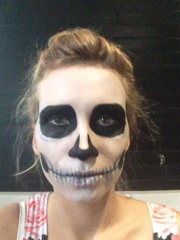 maquillaje-halloween-calavera-fija-con-polvos