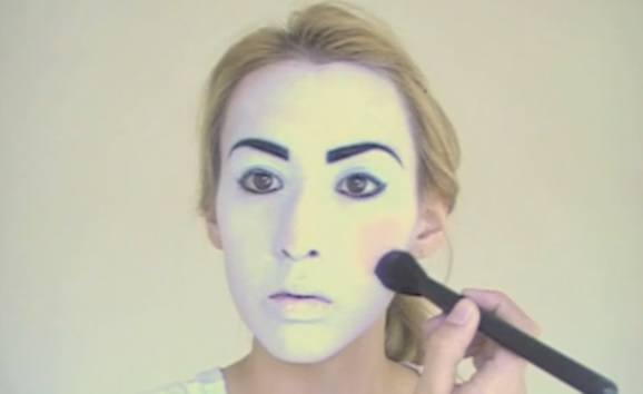 maquillaje-halloween-muneca-paso-5-rubor-mejillas