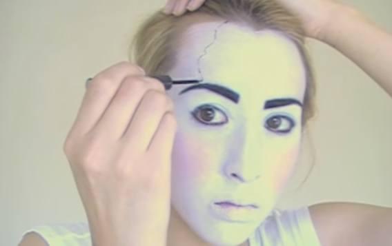 maquillaje-halloween-muneca-paso-6-hacemos-los-rotos