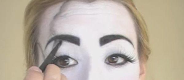maquillaje-halloween-muneca-paso-8-difumina-rotos-2