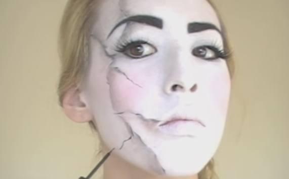 maquillaje-halloween-muneca-paso-8-difumina-rotos-3