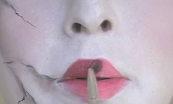 maquillaje-halloween-muneca-paso-9-maquilla-labios-1