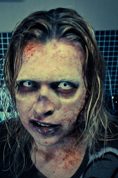 maquillaje-halloween-zombie-paso-a-paso-toques-finales-detalle