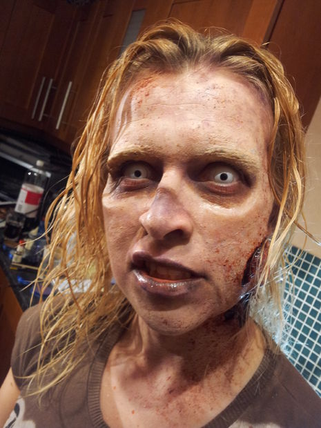 maquillaje-halloween-zombie-paso-a-paso-toques-finales