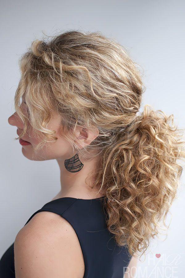 peinados-media-melena-con-coleta-pelo-rizado