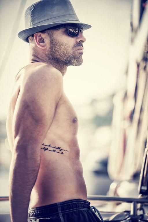 Los mejores disenos de tatuajes en las costillas tamano mediano grande