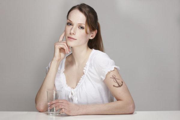 Tatuajes de anclas grandes brazos