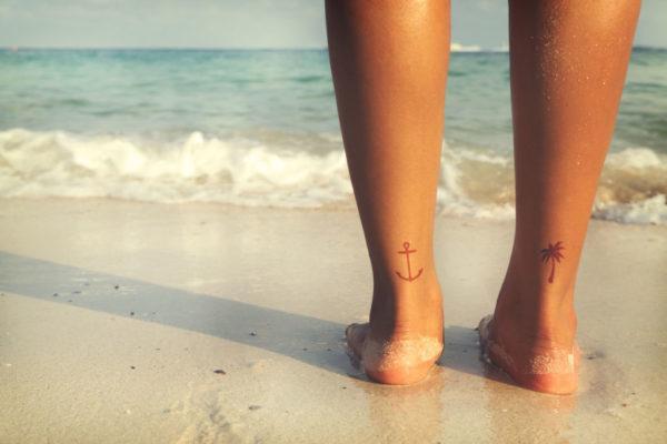 Tatuajes de anclas para mujer tobillo