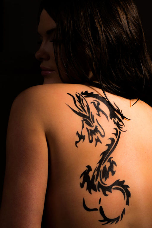 Tatuajes de dragones pequenos tribales
