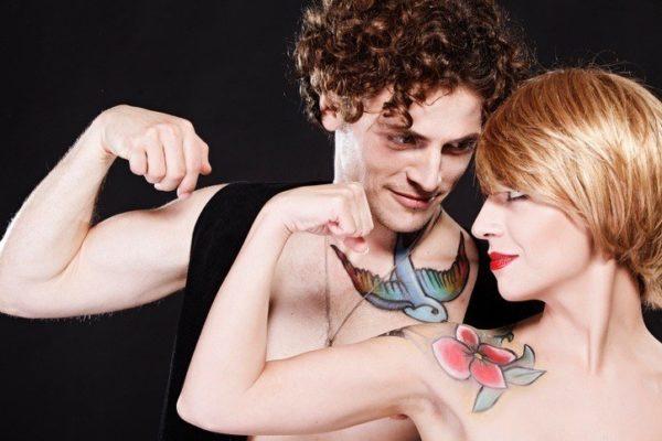 Tatuajes de familia grandes tatuaje compartido de paloma y flor