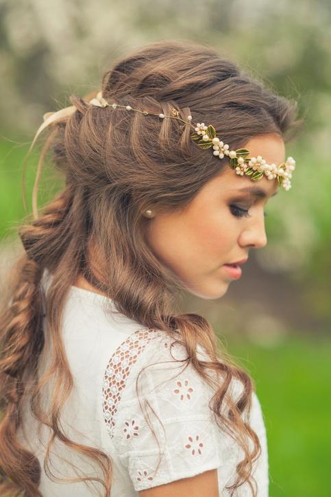 Peinados de novia con tiara boho