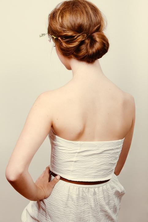 Peinados de novia pelo corto recogido bajo