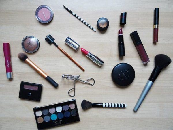 mejores-brochas-y-pinceles-de-maquillaje-conjunto-maquillaje-y-brochas.jpg