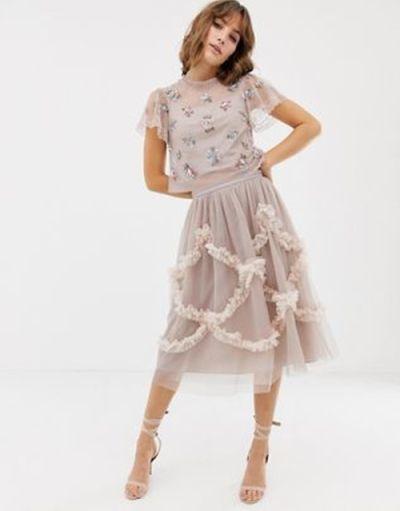 vestidos-para-ir-a-una-comunion-asos-rosa-falda-adornos