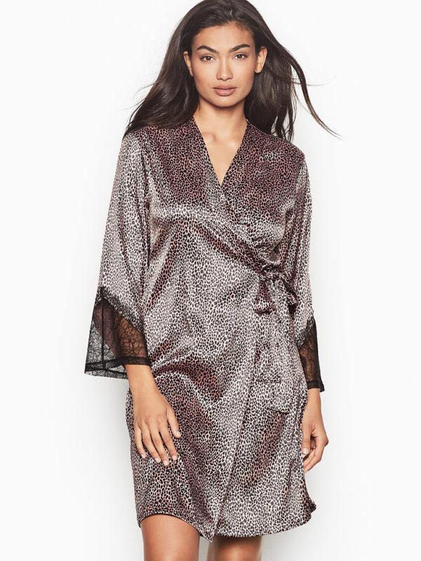Catalogo victorias secret san valentin 2021 Bata kimono de encaje de Chantilly