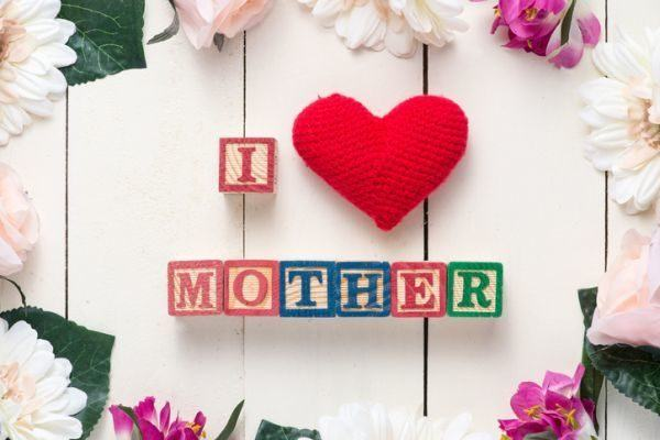 tarjetas-del-dia-de-la-madre-love-corazon-tela