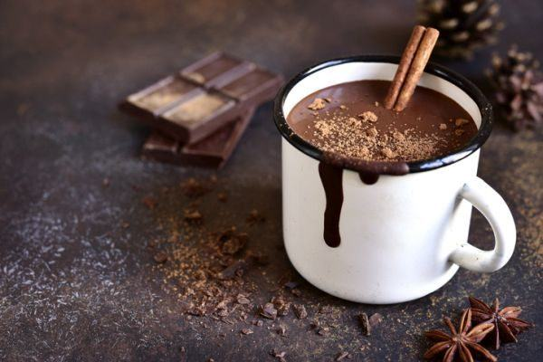 sustitutivos-del-cafe-naturales-cacao-istock