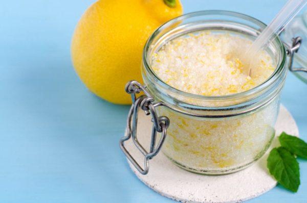 Exfoliante de sal con limón y romero