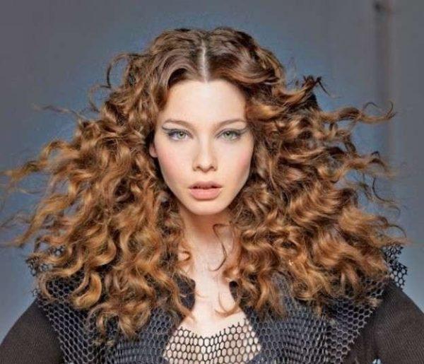 Cortes De Cabello Y Peinados Para Mujer Con Pelo Rizado Primavera Verano 2021 Modaellas Com