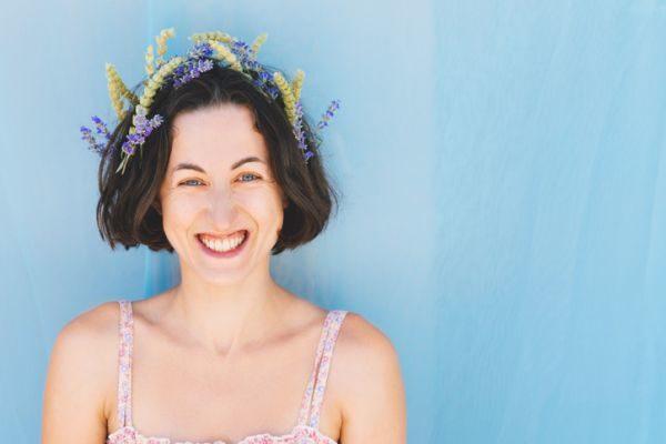 peinados-pelo-corto-boda-flores-istock