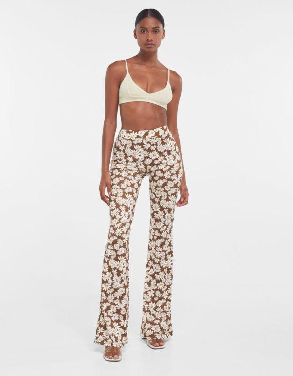 Catalogo bershka primavera verano 2021 pantalones margaritas