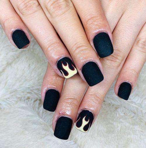 unas-acrilicas-negras-y-llamas-lady-nails-instagram